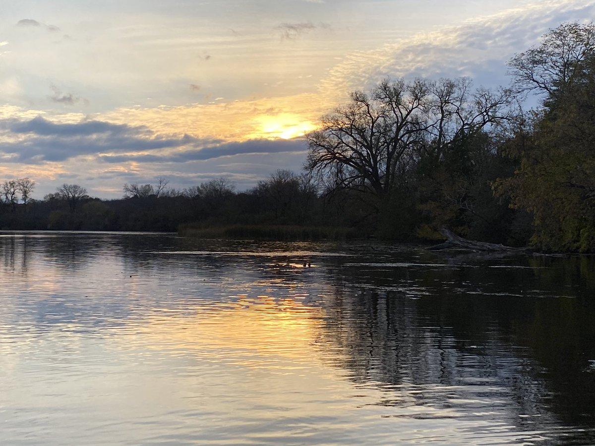 Sunset over Lake Wingra #Madison #Wisconsin https://t.co/8BUOPMp4dc