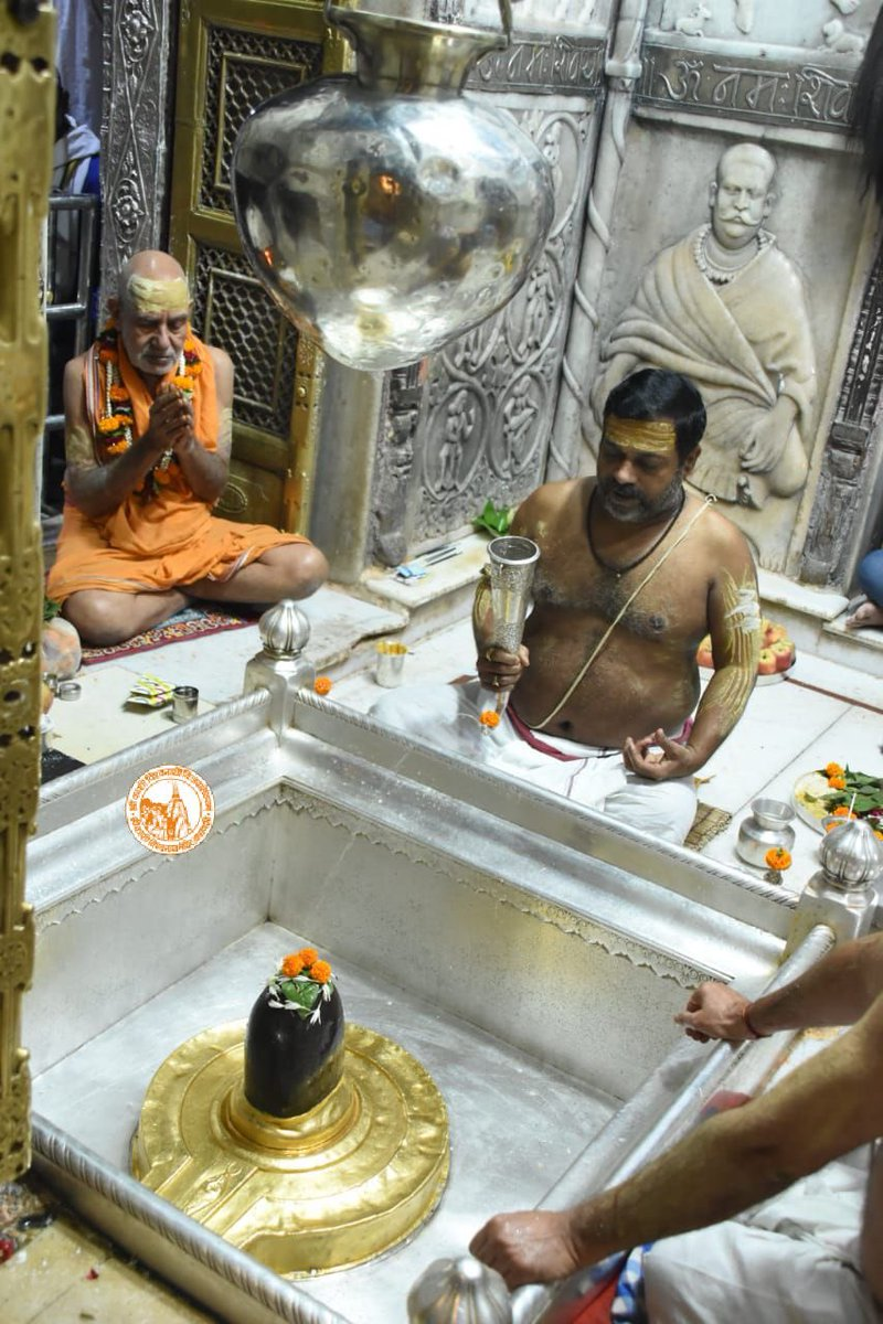 आज दिनाँक 25-10-2020 को श्री काशी विश्वनाथ मंदिर के मंगला आरती के दर्शन।  #ShriKashiVishwanath #Shiv #Mahadev #Baba #Temple #Nyas #ManglaAarti #darshan #blessings #Varanasi  #Kashi #Jyotirlinga   #दशहरा https://t.co/gk8iJiScsC