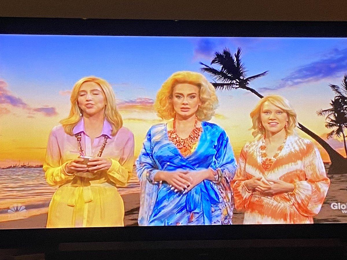 Omg @Adele cracking up in between Kate McKinnon & Melissa Villasenor is everything! 🤣🤣🤣🤣🤣🤣🤣🤣#SNL #AdeleOnSNL #AdeleSNL #Adele #MelissaVillasenor #KateMcKinnon #SNL2020 https://t.co/5GKfA2FGpq