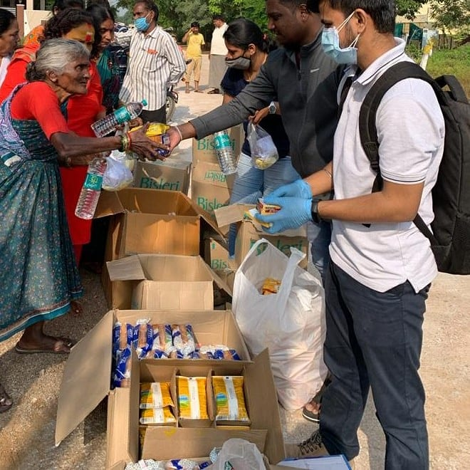 Humanity teaches us to help each other & stand by eachother in the times of any adversity.We,the team of @OfficialBSENS always believe in serving the society & look at providing the best for the wellbeing of our fellow humans. #FloodReliefSeva #Hyderabad #Volunteering #Humanity https://t.co/IblhDDCIkN