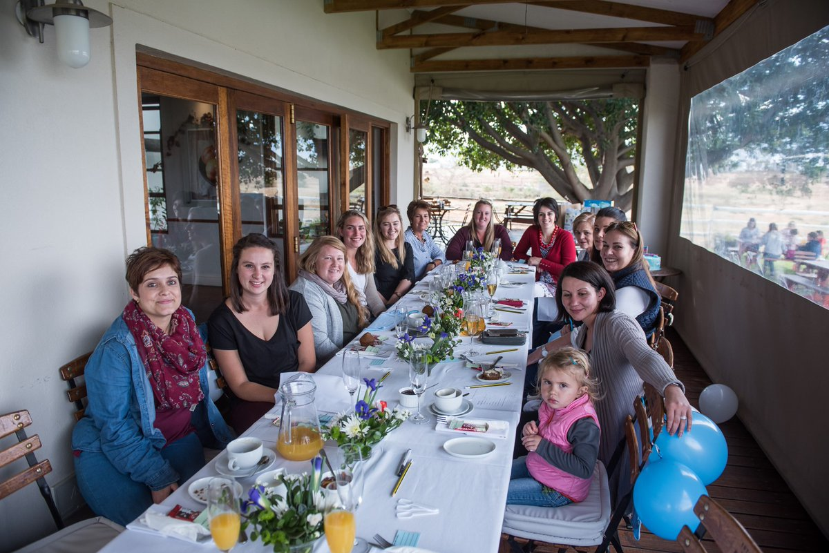 It's #timetowine with @JessycaLewis & @excelsior_wine Graze@excelsior is situated on the bank of the farm's dam with a large expanse of lawn in front of it, perfect for the kids to enjoy themselves in view of but not necessarily earshot of their parents. #SouthAfrica #winesofsa https://t.co/beWNdRyqcl