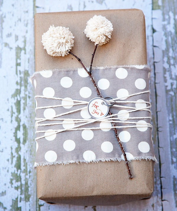 #GiftsWrapping Ideas  : Polka Dot Fabric Wrapping _   https://t.co/GMLjj7CTrv https://t.co/jWE8sCQgdM
