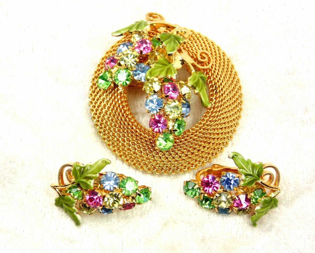 Vintage Schrager Jewelry Set, Rhinestone Grapes and Mesh,  Brooch and Clip Earrings https://t.co/CDM0v9YLkT #vintage #jewelry #pottiteam #PottiTeam https://t.co/yjbjD9cDPt