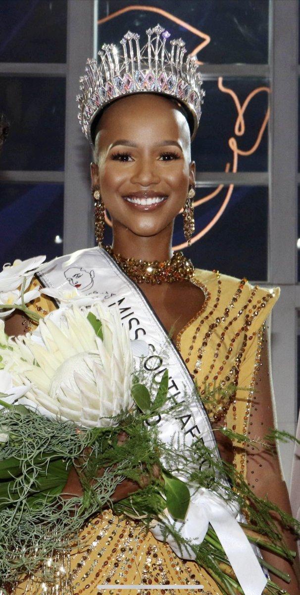 More gorgeous photos of @abigailmusida the new @Official_MissSA being crowned by @MissSasha_Lee  #MissSA2020 #MissSouthAfrica2020 #ShuduForMissSA #ShudufhadzoMusida #SouthAfrica https://t.co/HaTWNTZXJH