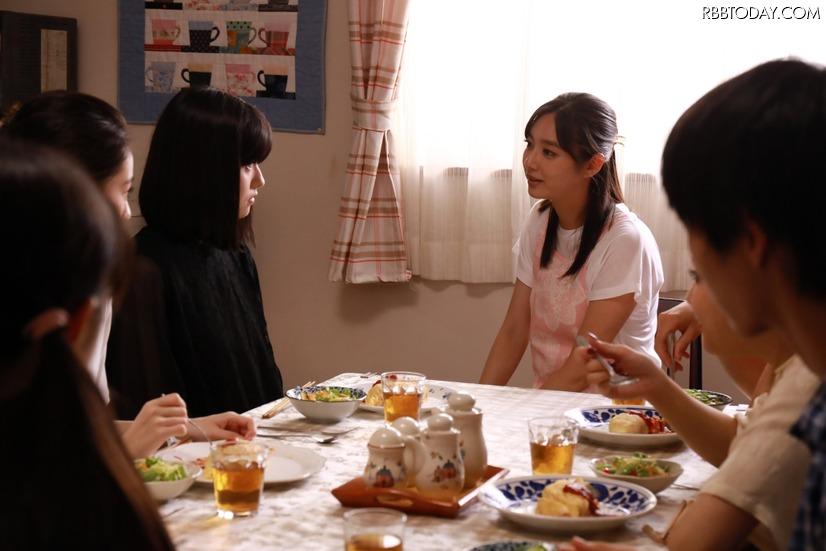 「さくらの親子丼」出演中の新川優愛さんって、ちょっと多部チャンっぽいなぁなんて。 https://t.co/b5uMGrU8NA