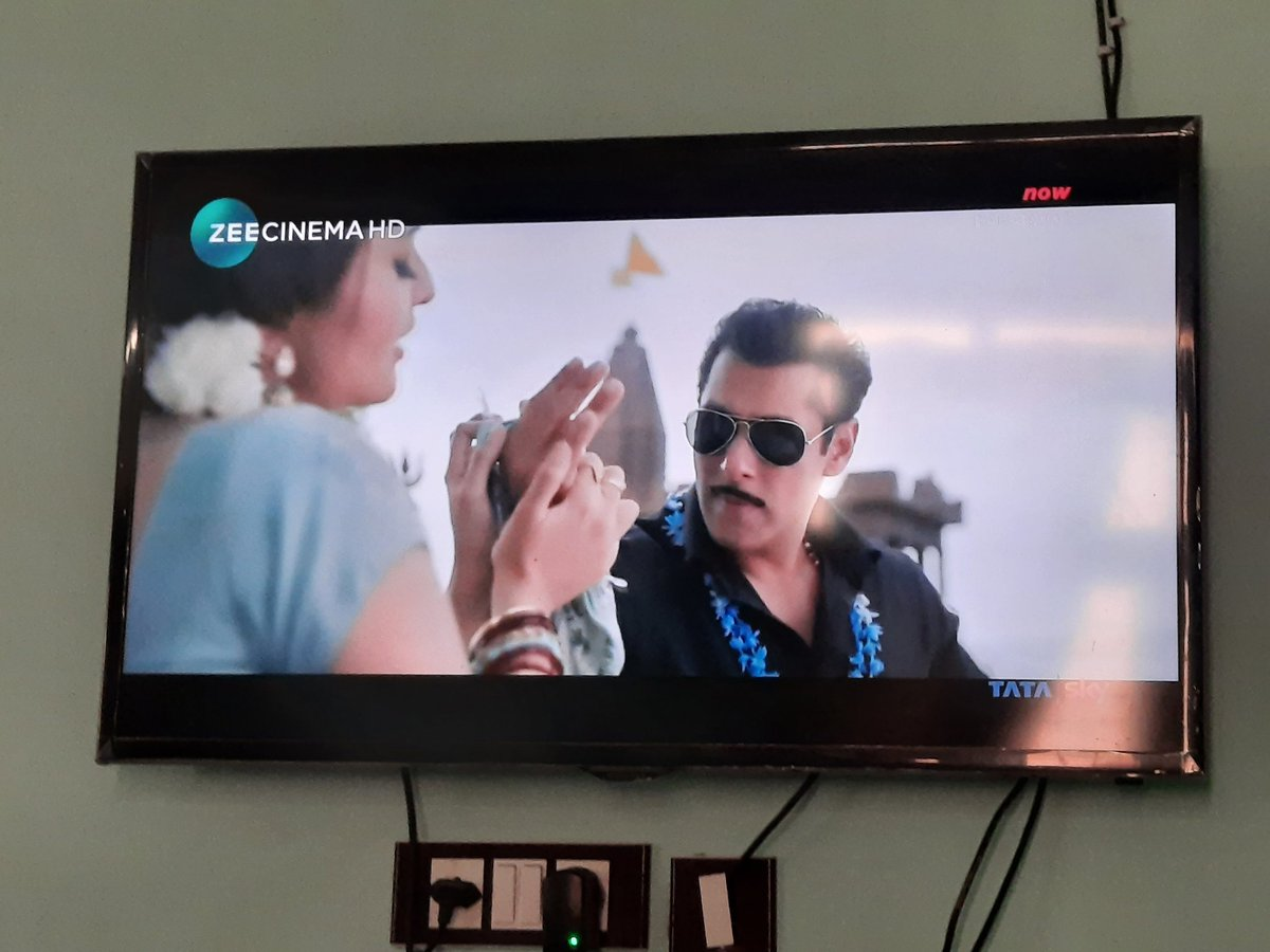 What could be better than this tv premiere of dabangg 3 on dusshera eve enjoyed watching it😃😃😃❤❤❤ @BeingSalmanKhan @arbaazSkhan @SKFilmsOfficial  @zeecinema  #Dabangg3OnZeeCinema #TvPremiereOfDabangg3