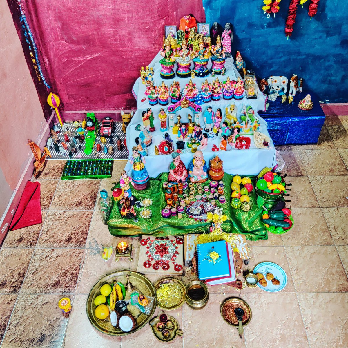 Happy Navratri - Saraswati Pooja @ Home   The Beautiful Golu dolls, the decorations, the toys and the positivity of these 9 days is divine 😇  #Dusshera #Saraswati #Pooja #Hindu #traditional #Golu #Iyer #Bommai #Toys #Decoration https://t.co/fxFA6TmOVX