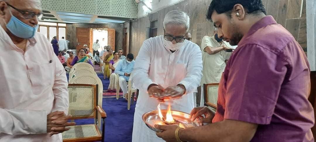 Rashtriya Swayamsewak Sangh Sarakaryavah Shri Suresh (Bhaiyyaji) Joshi attended the Ayudha Pooja Ceremony held at Rashtrotthana Parishad, Bengaluru. #RSSVijayaDashami