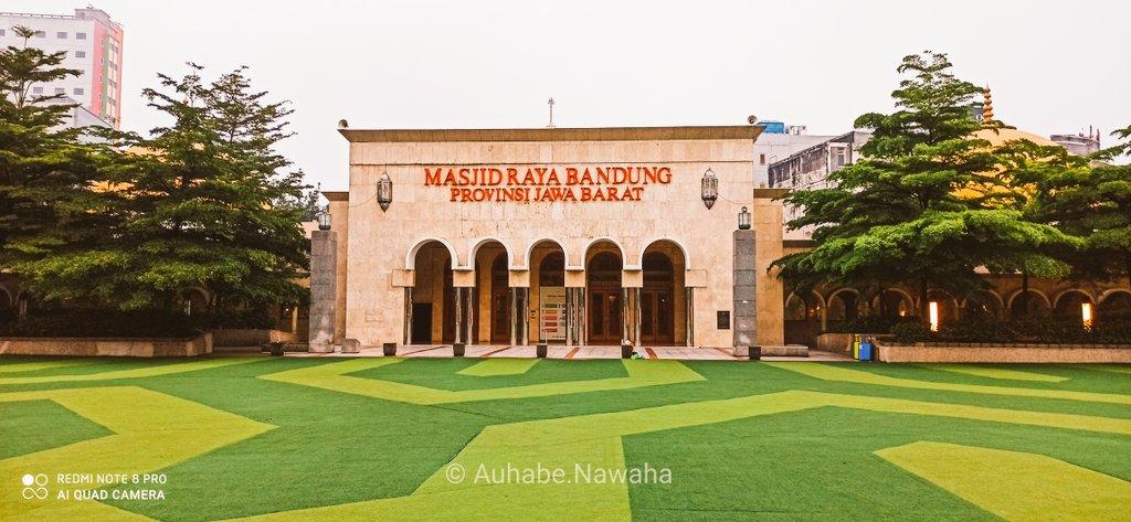 Masjid Raya Bandung  #photography #PhotoOfTheDay #photobyphone #SetorFoto #Bandung #Mosque https://t.co/dgwfeDRFCb