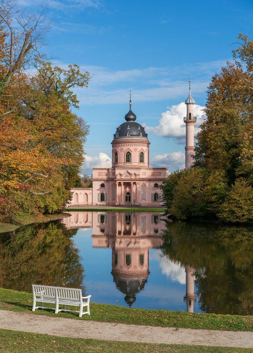 Picture of the day from #WikimediaCommons: Schwetzingen - Schlossgarten - Moschee - Ansicht über den Moscheeweiher im Herbst 1 https://t.co/HNpp04LecV 📷 2020-10-25  https://t.co/6EpMauSWIy  #Photography #PhotoOfTheDay #Ponds #Moscheeweiher #Clouds #Wooden https://t.co/ZgGfjB6b06
