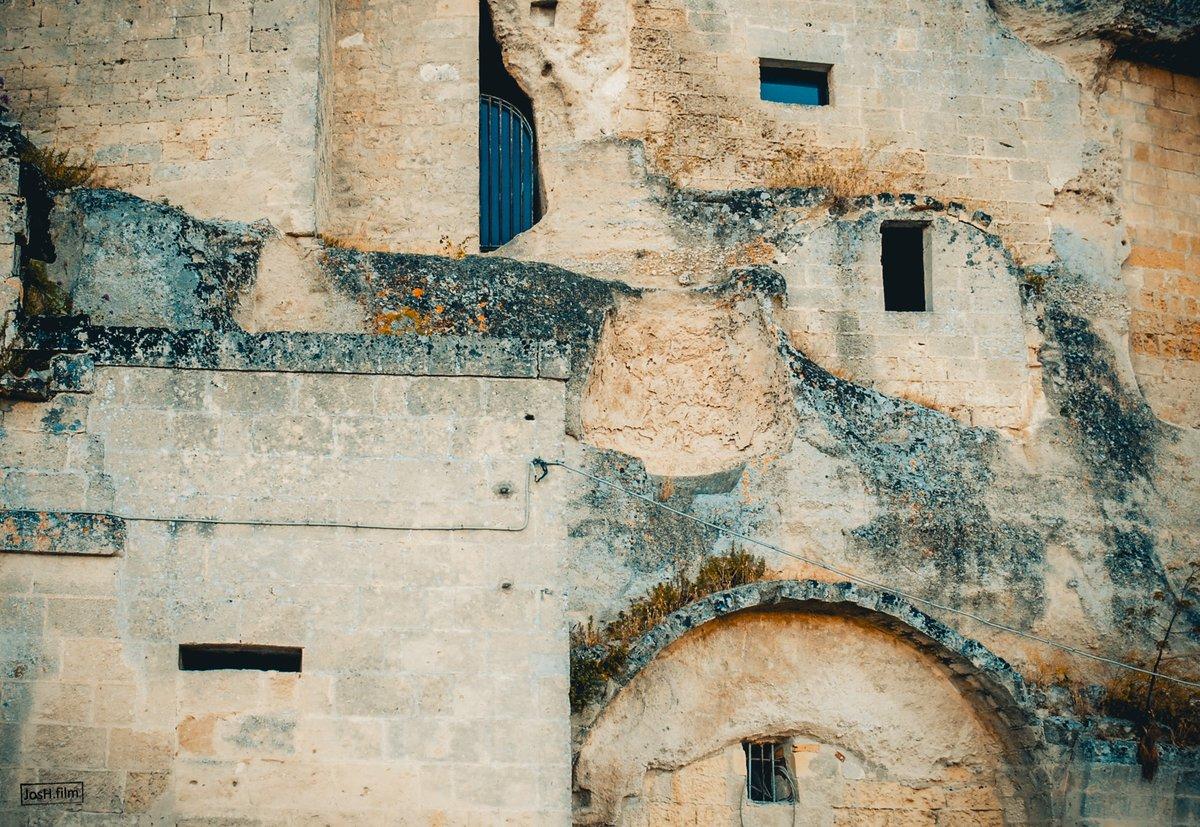 Antiguas ventanas de Matera.  #Italy,#Matera Fotogramas #appicoftheweek #photooftheday https://t.co/BuxNNnS28a