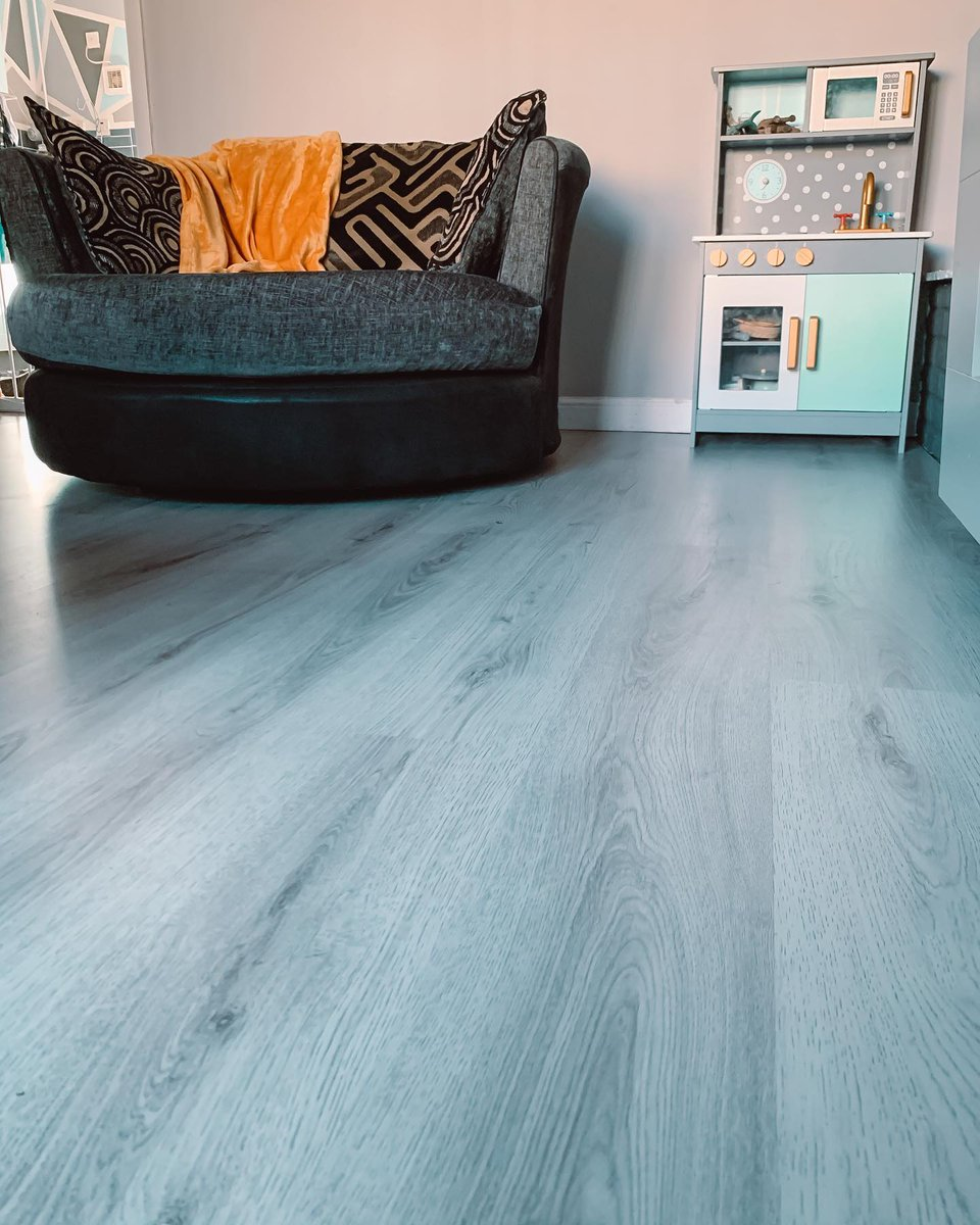 Love Laminate 😍  It's durable, easy to maintain & looks stunning! Whatever your lifestyle, laminate is a great #Flooring choice 👪  Thanks life_with_finley_and_eli for sharing 🙌  📷 Studio Cellar Oak #Laminate 🛒 Order your Free Samples 👉 https://t.co/p73Gw0MmCJ  #FamilyHome https://t.co/nZEyDPj5Kr