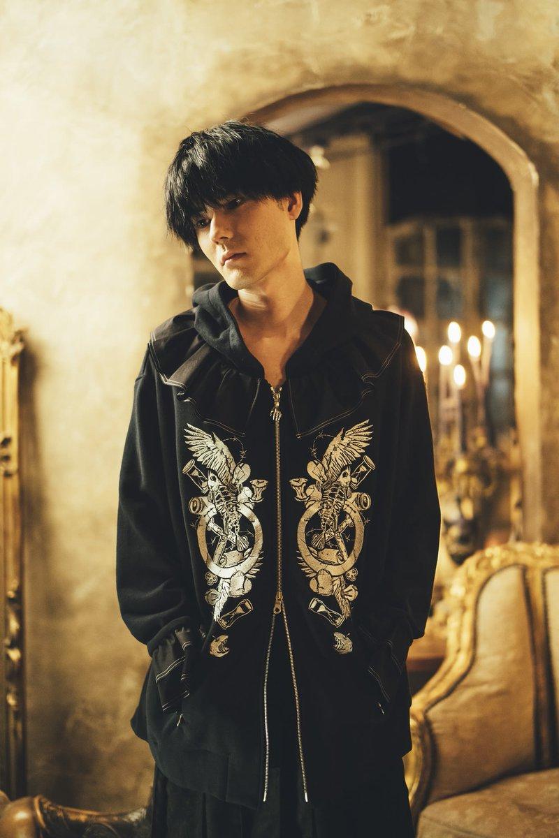 「ハザマ」が声優の佐倉綾音や内山昂輝とコラボした新作コレクションを披露。オリジナル楽曲を使用したコンセプトムービーも公開しています。