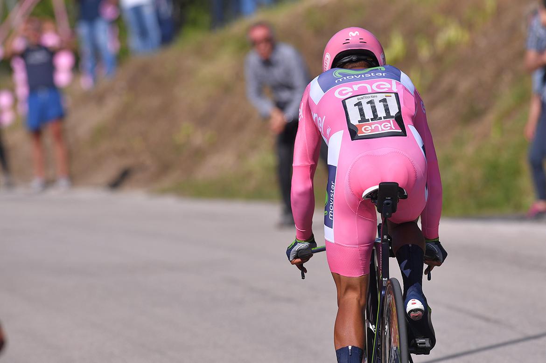 2017 🏁 Milano 🏆 🇳🇱 Jos van Emden (TLJ) Malgré ses 53 secondes d'avance sur 🇳🇱 Tom Dumoulin (TLJ), 🇨🇴 Nairo Quintana (MOV) passe à côté de son chrono et perd ce Giro. Il finit même 2ème, juste devant 🇮🇹 Vincenzo Nibali (AST). 🇫🇷 Thibaut Pinot (GFC) finit 4ème. https://t.co/bZBi8YHGMF