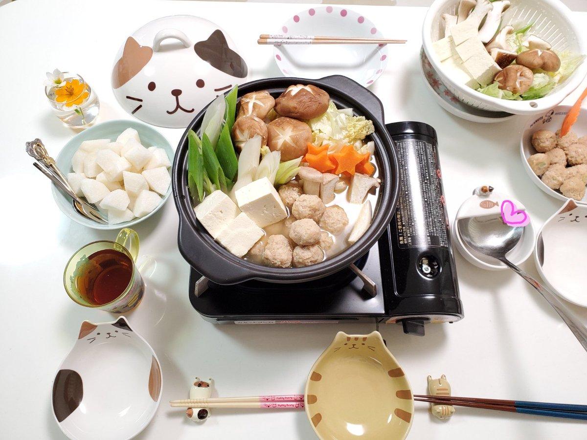 今日の晩ごはん🍴鶏塩鍋〆はうどんにします。デザート🍊梨#レシピ#料理#料理記録#おうちごはん#Twitter家庭料理倶楽部#料理好きさんと繋がりたい#HAPiNS#ハピンズ#ふくふくにゃんこやっぱり土鍋小さいよ~‼️😭😭