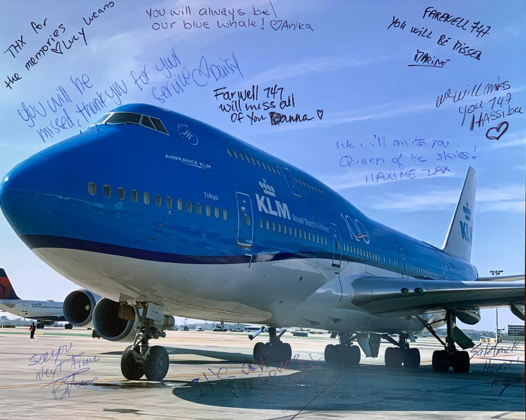 A sweet farewell from KLM ground staff at LAX, saying goodbye to the Queen of the skies, on the occasion of her last departure from Los Angeles airport on March 25, 2020. #goodbye #tokyo #klm #Boeing747 #💙 #endofanera https://t.co/CvyAAIHwAH