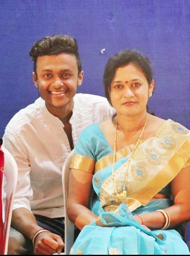 आई साहेब . . . . . #momlove #mom #maa #aai #marathistatus #marathimulga #maharashtra #marathistars #marathiculture #pooja #cake #celebrity #celebrate #celebrations #love😍 #dpattrickhub #dpattrickhubfamily #dpattrickhubbirthday #2020 #1may #independentartist https://t.co/qujh8hGSsa