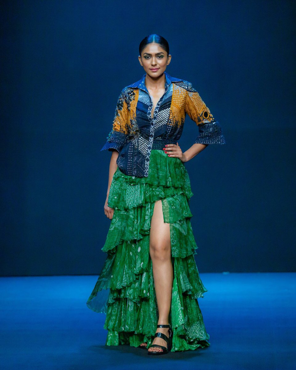 @mrunal0801 as the showstopper for @saakshakinni's collection, 'Gor - The gypsies of India', for the Lakmé Absolute Grand Finale, only at #LakmeFashionWeek 2020. @ILoveLakme #LFW2020 #5DaysofFashion #LFW #SpotlightReady #LakmeFashionWeek #SpotlightReadyatLFW