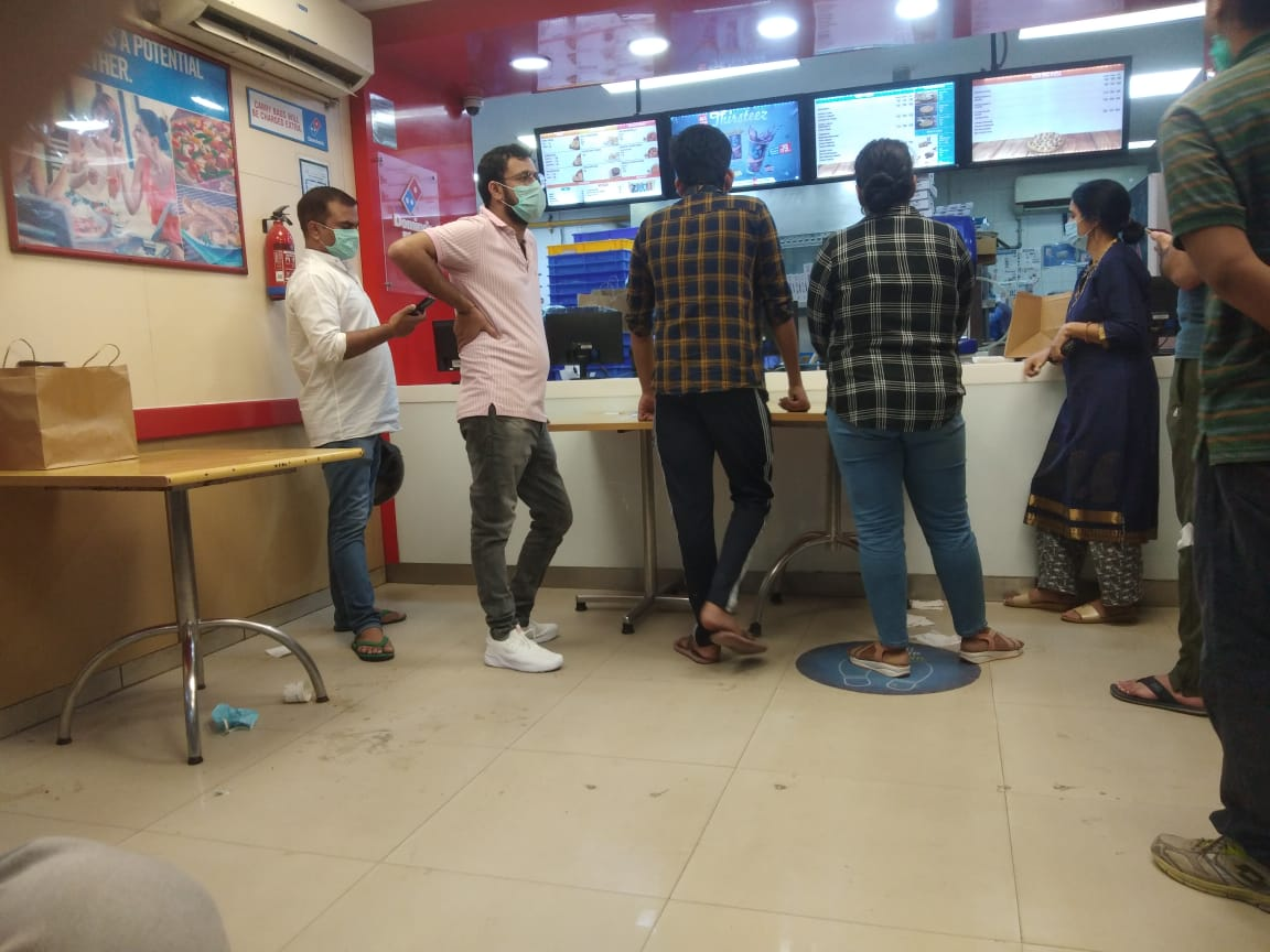 Today I visited #Domino's Pizza SECTOR - 11,ROHINI, DELHI and had a #worst experience. Garbage is lying of the floor and table are not cleaned. No social distancing is followed. Place is not cleaned at all #notexpected from #dominos #unprofessional @dominos @dominos_india https://t.co/lLqmBpa1pM