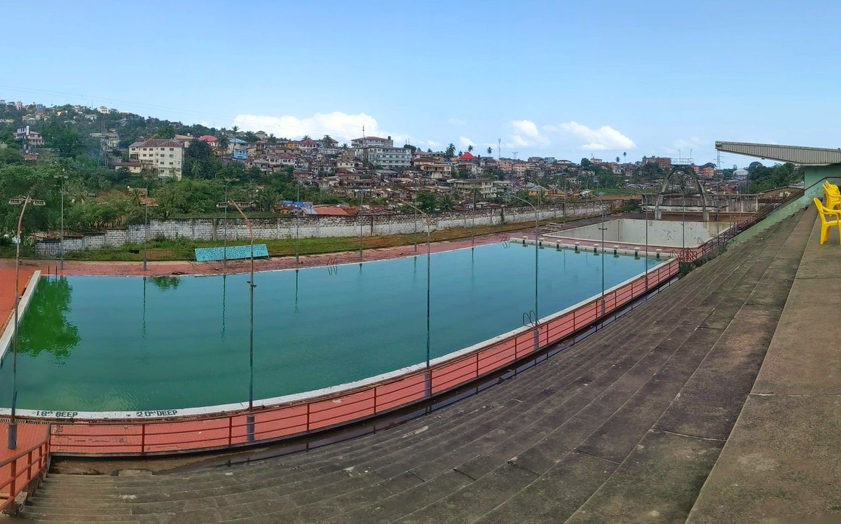 Throw back to the days when our Olympic sized swimming and diving pools were in use. From that to moonlight picnics to practically abandoned. #sierraleone #SaloneTwitter https://t.co/lUztfdeDh4