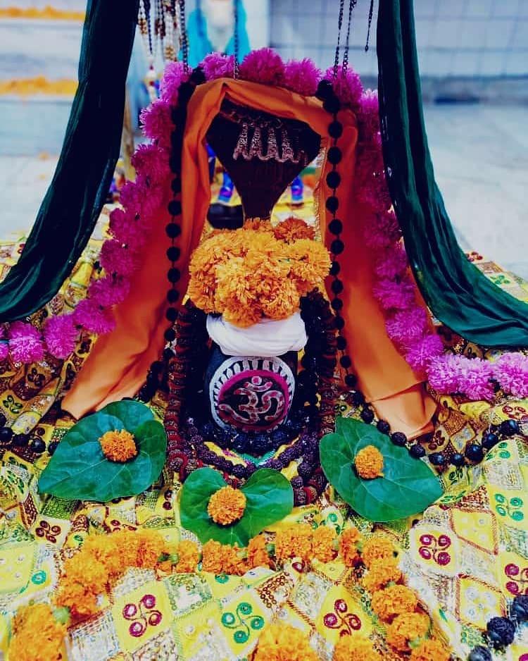 हर हर महादेव  आज का श्रृंगार  #HarHarMahadev #om .#namashivaya  #har #har  #mahadev_har  #ambikadevi_ji  #derababamangalnath #ambikadevimandir #kharar  #Mohali #punjab  @MYogiRamnath #myogiramnath https://t.co/NlrSn80S8A