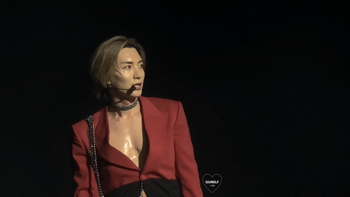 #LEETEUK #이특  [ @SJofficial ] https://t.co/9nWjiexgyR