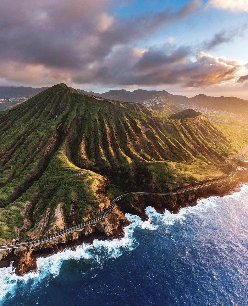 Morning glow in Hawaii ☀️ 📷 @spencerlee808 https://t.co/Vr0ntnNoOe