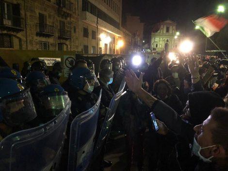 """Ristoratori palermitani contro le chiusure, """"Così ci faranno fallire"""" - https://t.co/NbBBF93fk3 #blogsicilianotizie"""