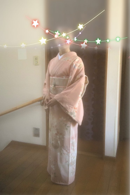 こんばんは(^^) 今日は主人の舞台があり宝生能楽堂へ参りました。演目は鶴亀ー曲入。鶴亀は息子が子方の時に鶴や亀をさせて頂きましたので、その頃を思い出し懐かしく拝見致しました。子方がお出になるお舞台は可愛らしく大好き💕です。#日本文化 #能 https://t.co/ObZ1o9CMDZ