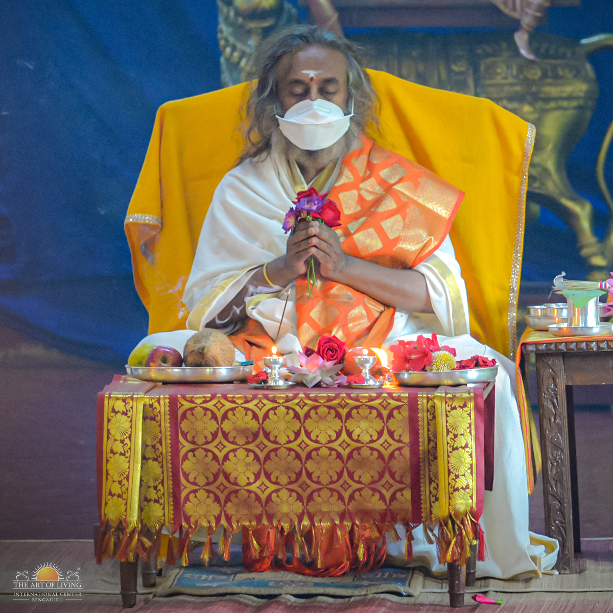 Devotion is in the air!  Embracing the wonderful moments captured from the Guru Puja performed as part of Rishi Homa earlier today - a traditional ceremony honouring the lineage of spiritual masters. #Navratri2020 https://t.co/fMQD0CwBcf