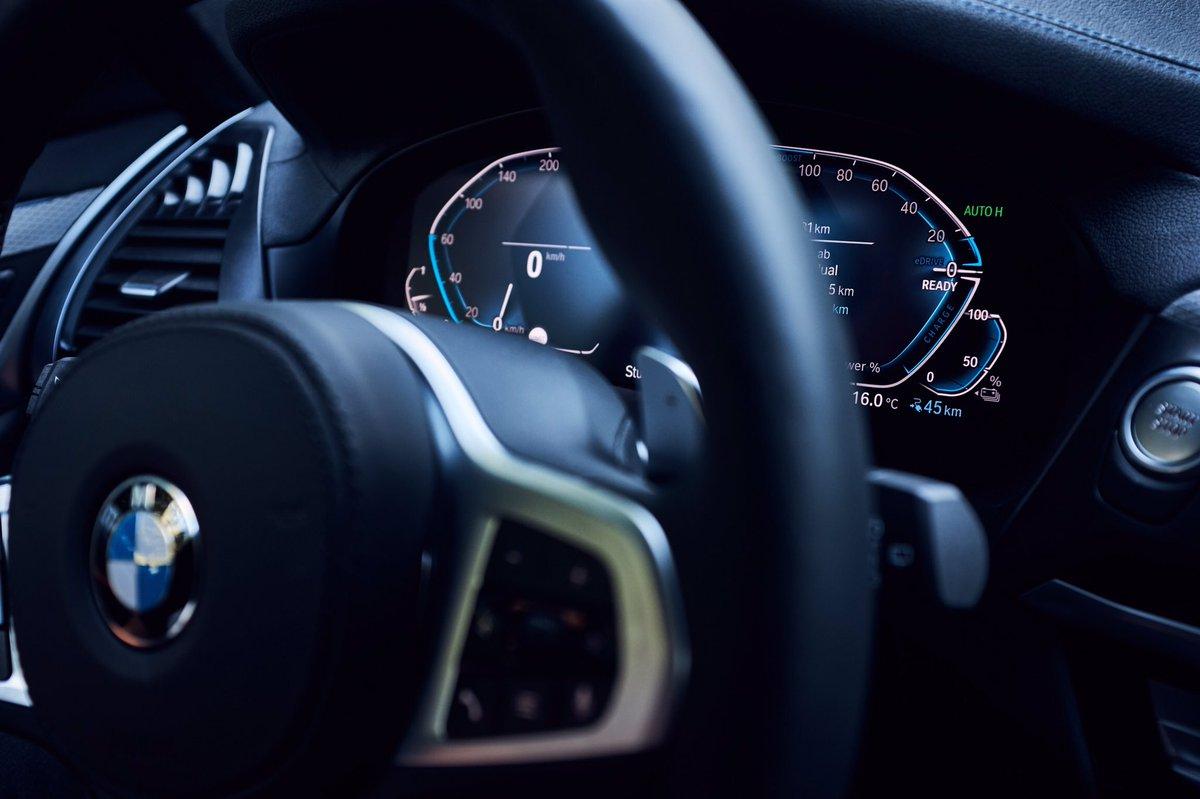 . خلف المِقود... قصة أخرى ورحلة ممتعة. #BMW #ANABMW #AliAlghanimSons https://t.co/CzxAsae6tX