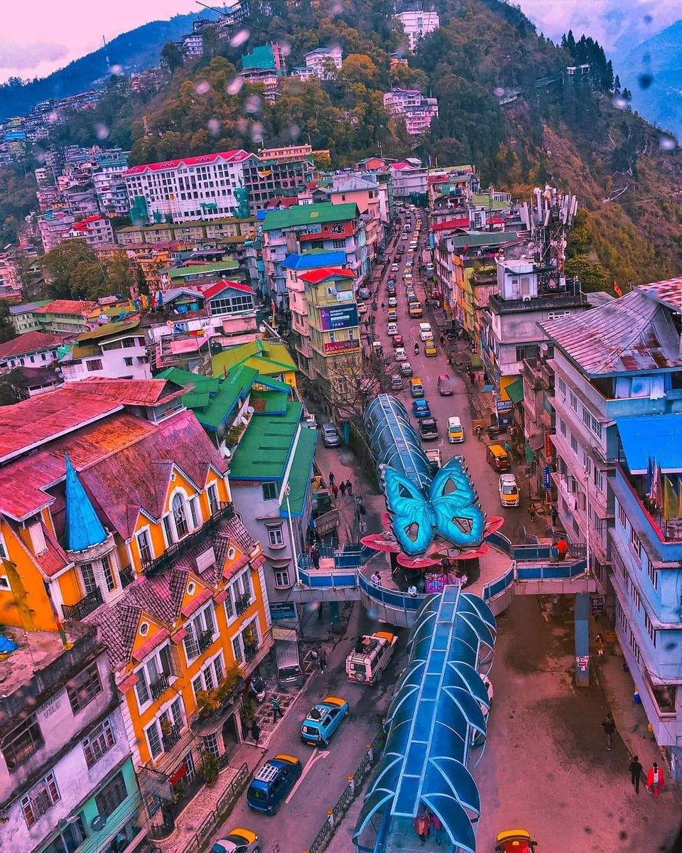 Thank you @ansul_rathod for sharing with us the mesmerizing bird's eye view of the lesser known Butterfly Bridge of Deorali at Gangtok, Sikkim.  #DekhoApnaDesh  @TourismSikkim