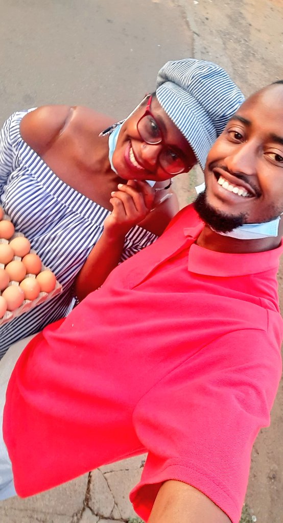 If you're in or around the Avenues area and you'd like eggs @TatzJustice is your plug. Service with a smile as you can see😊 https://t.co/2bFfknIjxZ