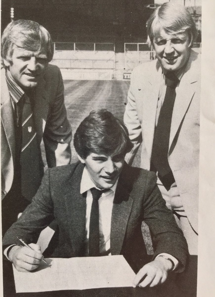 @rokerretro McCoist travelled in capable care of St Johnstone mentor Alex Rennie [the young striker's tie looks familiar!]  A wonderfully optimistic day for all at #Sunderland.  Alan Durban envisaged Ally maturing nicely at Roker Park over next 10 years; but the board [ugh!] had other ideas! https://t.co/kxUVvKez9O