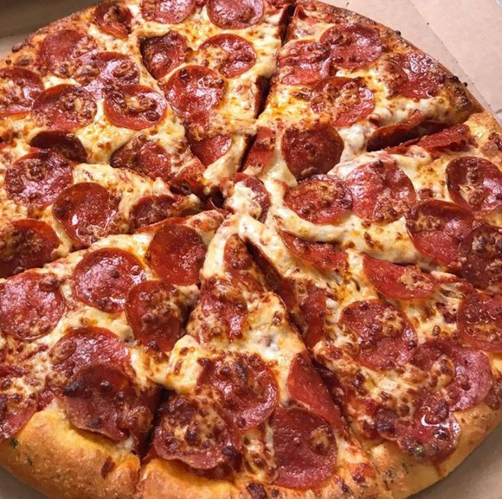 🎊🍕Want to win FREE PIZZA? 🍕🎊 To enter our giveaway, like or follow our Facebook/Instagram page! If you want extra chances, TAG friends below! ⬇️ Check back this Friday night to see if you've won! • #dominos #dominospizza #cheesy #cheese #pepperoni #pizza https://t.co/LGhEW05HfN