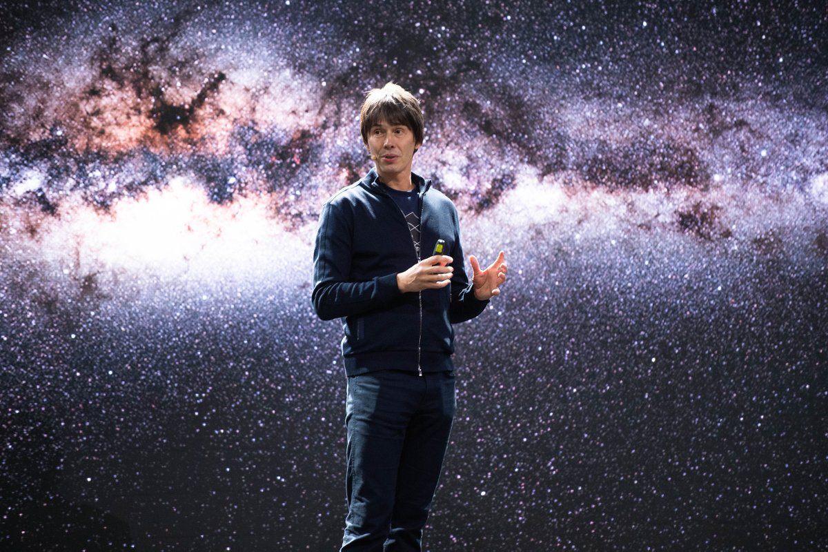 🌌 𝗧-𝗺𝗶𝗻𝘂𝘀 𝗼𝗻𝗲 𝗵𝗼𝘂𝗿 until @ProfBrianCox and @CERN's Lyn Evans discuss and explore the universe and where science may take us next...  The event is fully booked on Eventbrite but you can catch it on Facebook Live at 7.30pm.  ➡️ https://t.co/ZW1m8aLPsP  #SwanseaSciFest https://t.co/7dTnODK7zY