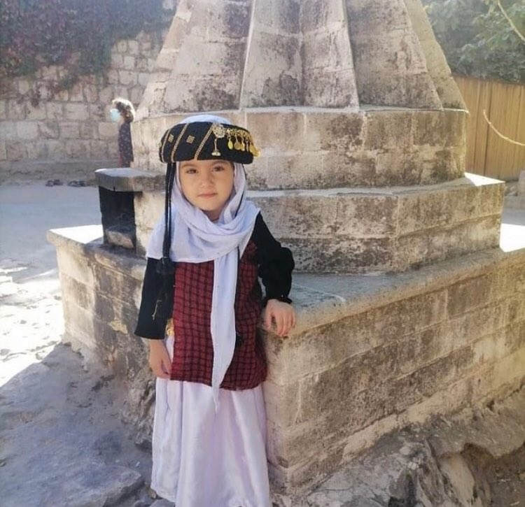 test Twitter Media - RT @EzidiCulture: Yezidi child in Yezidi traditional clothes in Lalish. #Êzidxan  #YazidiCulture https://t.co/hqbmfhopkX