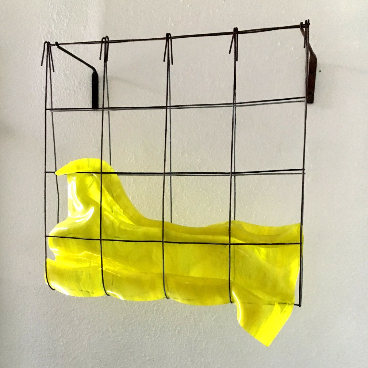 "Mary Schaffer ""Yellow Field"" 2016 Slumped glass & metal 24 x 24 x 9 in. ⁠ ⁠ Contact the gallery for pricing.⁠ info@habatat.com ⁠ 248.554.0590⁠ ⁠ ⁠ #glassart #glassgallery #habatatgalleries #glasssculpture #habatat #glassartist #glass48 #glasswork #artgallery https://t.co/d8Cvof3efE"