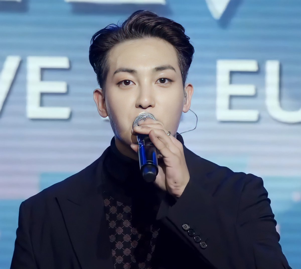 [📸]   #ZIU #지우   #VAV #브이에이브이  #Europe #유럽 #MEETnLIVE #OnlineConcert #VAMPZ #뱀즈  @VAV_official https://t.co/gFXc0CqlRk