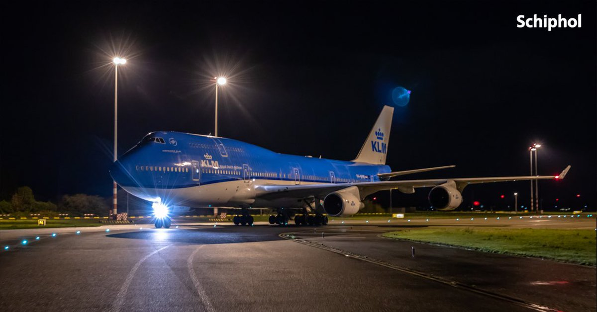 KLM's last two iconic Boeing 747's made their final touchdown at Amsterdam Schiphol Airport from Shanghai. KLM said goodbye to the Boeing 747-400 on Sunday October 25.  @KLM @Schiphol #Shanghai #FLIGHT #Boeing747 #boeing #aviation #KLM #Amsterdam https://t.co/a8asfIuKts