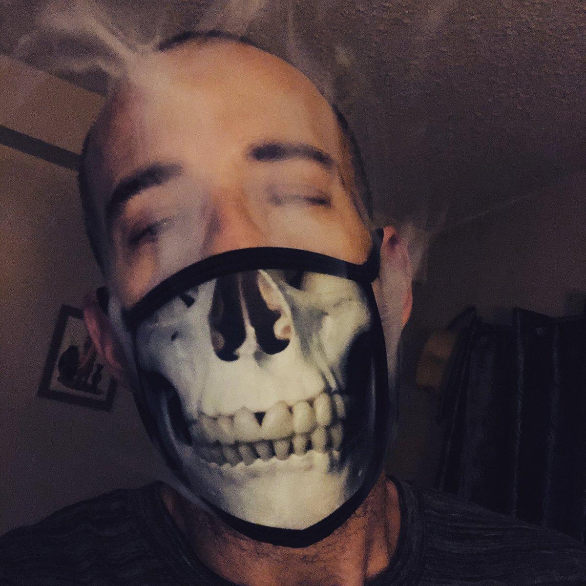 #HalloWeed #SkullGang #StonerFam #StayLifted 💨💚✌️ https://t.co/JLdt2KEx5B