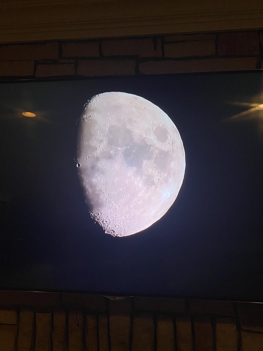 Did @SNFonNBC just give us the best shot of the moon the world has ever seent??