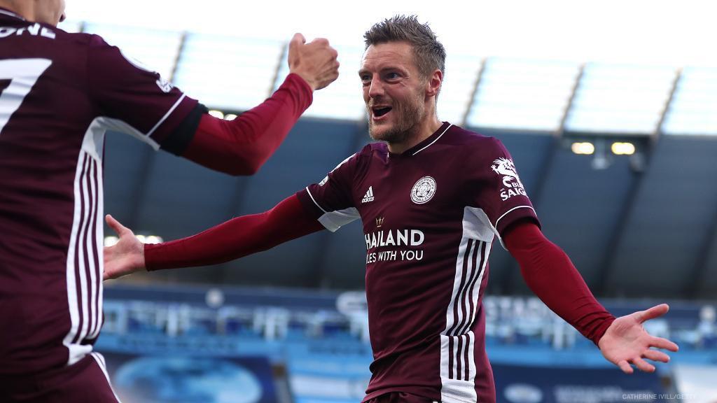 Jamie Vardy has scored 6 Goals in 3 away games in the Premier League this season   ⚽️⚽️ vs West Brom  ⚽️⚽️⚽️ vs Man City  ⚽️ vs Arsenal   | #LCFC | #ARSLEI | #FPL | https://t.co/kgUb1clPSs