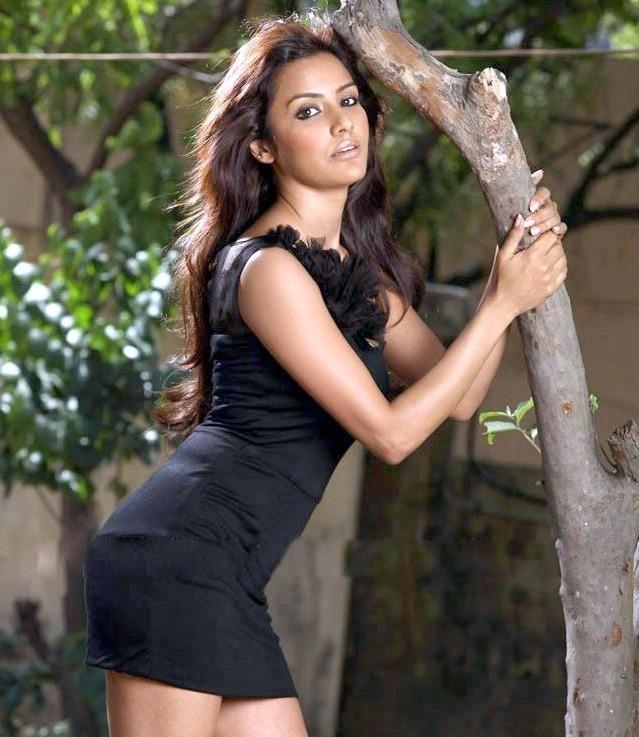 #ActressHotPhotos #Actress #PriyaAnand https://t.co/lxcGuMemjw