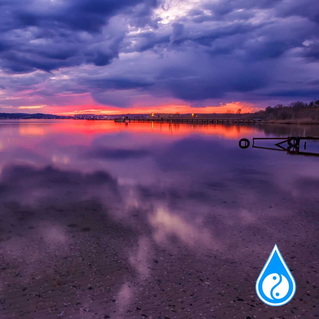 Sunsets' reflections are the best.  #water #nature #photography #travel #love #naturephotography #landscape #photooftheday #art #beautiful #instagood #photo #life #picoftheday #beauty #naturelovers #agua #landscapephotography #earth #halloween #october #waterislife #watercheck https://t.co/MOwSmAn990