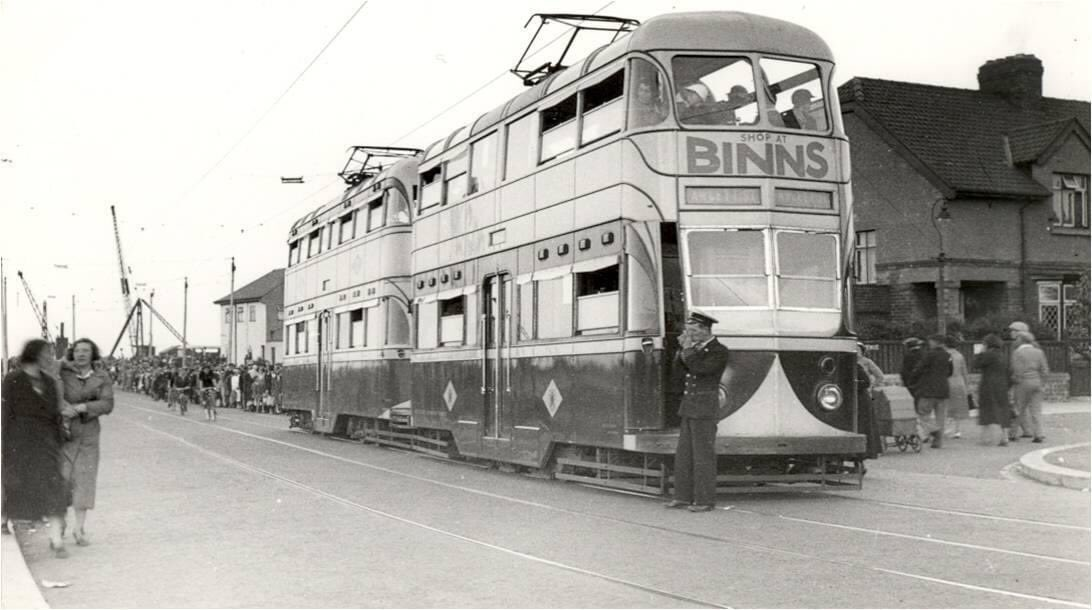 Busy day at Dykelands Road, Seaburn. #Sunderland #tram #seaside https://t.co/wqYgfT92yy