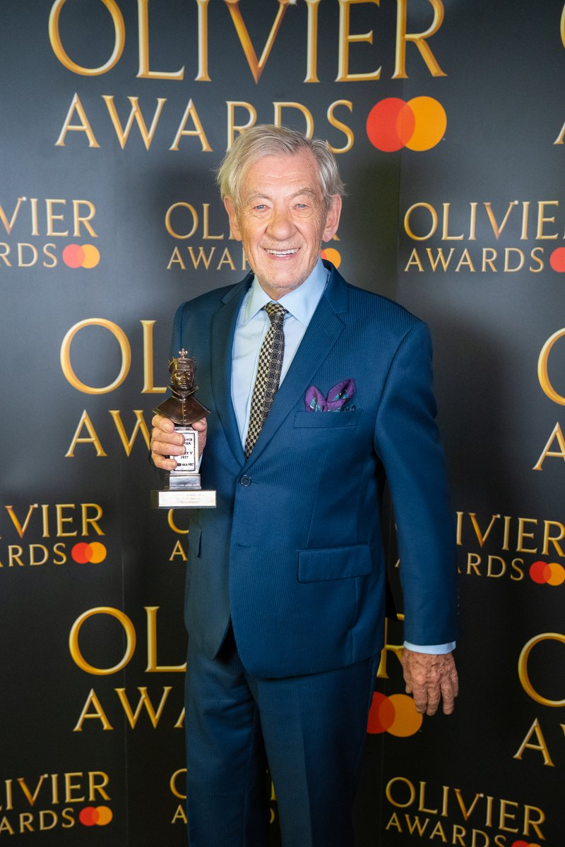Tonight we honour @IanMcKellen in his 80th year for his Ian McKellen On Stage Tour which visited over 80 theatres and profited different causes at each theatre. #OlivierAwards https://t.co/FrbSQRGsAz