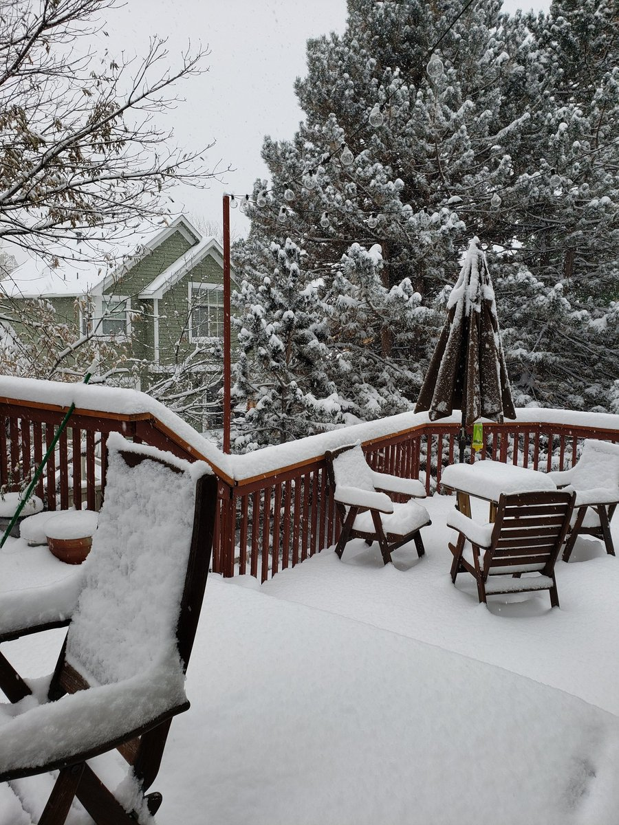Much needed snowfall helping slow #Colorado wildfires! Several inches today & still coming down. #EastTroublesomeFire #CalWoodFire #CameronPeakFire #cowx https://t.co/ZJieCfaDwl