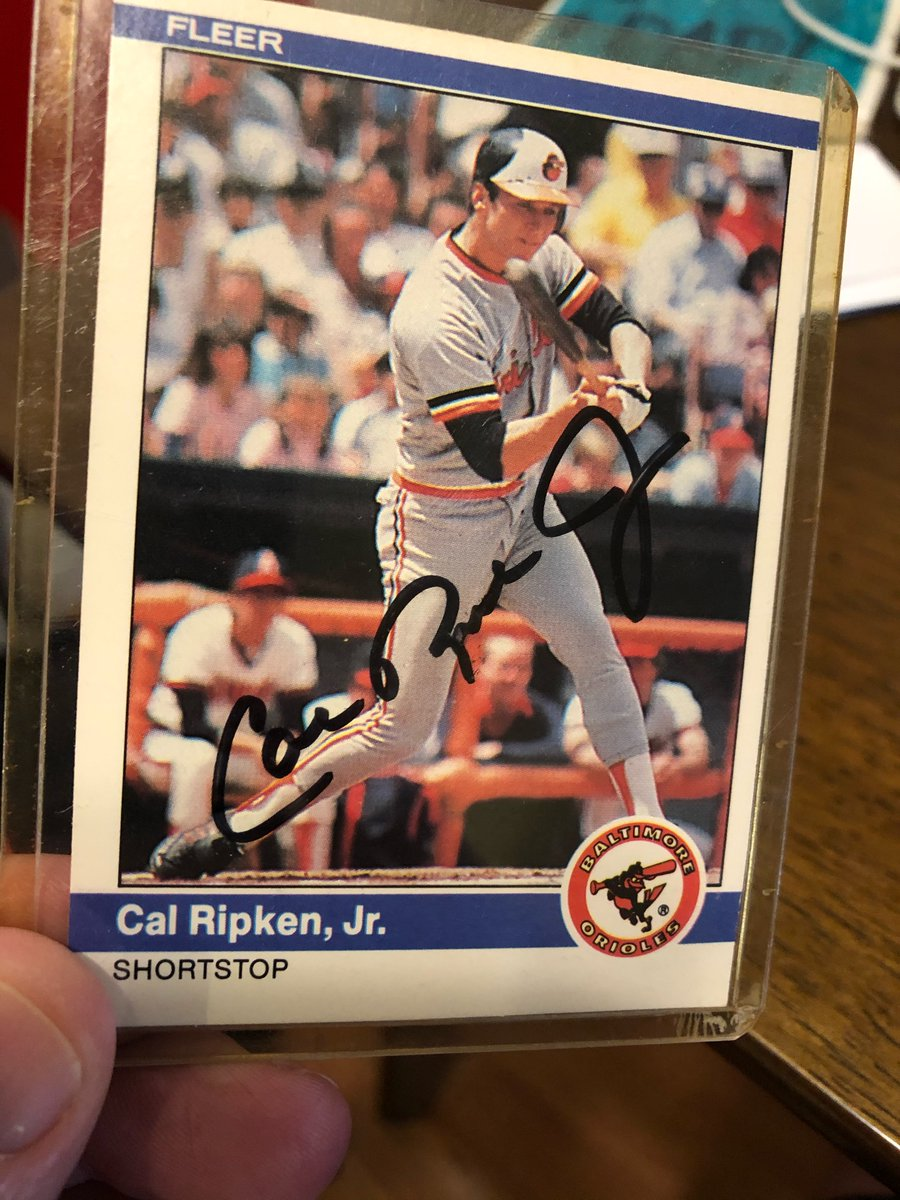 Look what I just pulled outta the #junkwax collection! #CalRipkenJr #IronMan #Autograph #Fleer #BAL #Orioles #junkwaxheroes https://t.co/QMfsYpW3rg