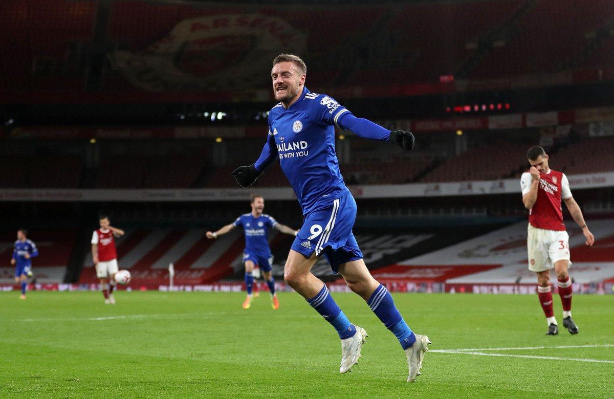 "Los Goles de #JamieVardy (33|🏴) ante el ""Big Six"" con la camiseta del #LeicesterCity:  •11⚽️ vs. Arsenal. •9⚽️ vs. Man City •7⚽️ vs. Liverpool. •5⚽️ vs. Tottenham. •4⚽️ vs. Man United. •3⚽️ vs. Chelsea.  Hoy, marcó el 1-0 de la victoria en Emirates Stadium. JERARQUÍA. https://t.co/exRNVVkWOh"